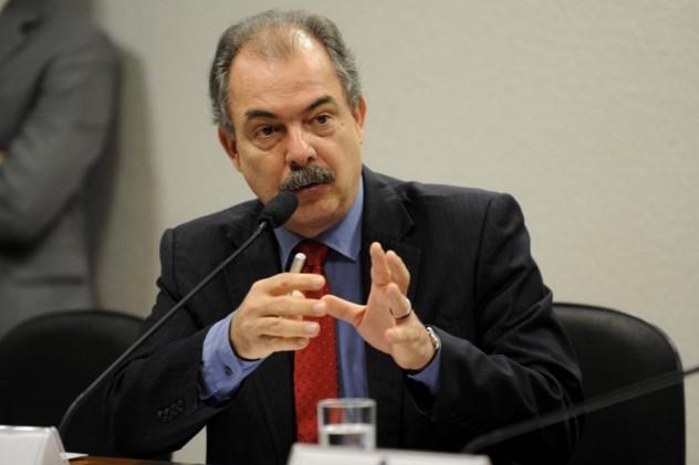 MEC retalia a OAB e volta atrás na decisão de fechar o curso de Técnico em Serviços Jurídicos.