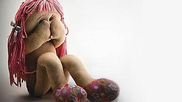 Mesmo se não houver nudez, fotografar criança em pose sensual é crime