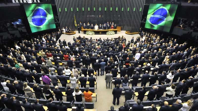 Câmara encerra fase de discussão do impeachment após 43 horas de debates