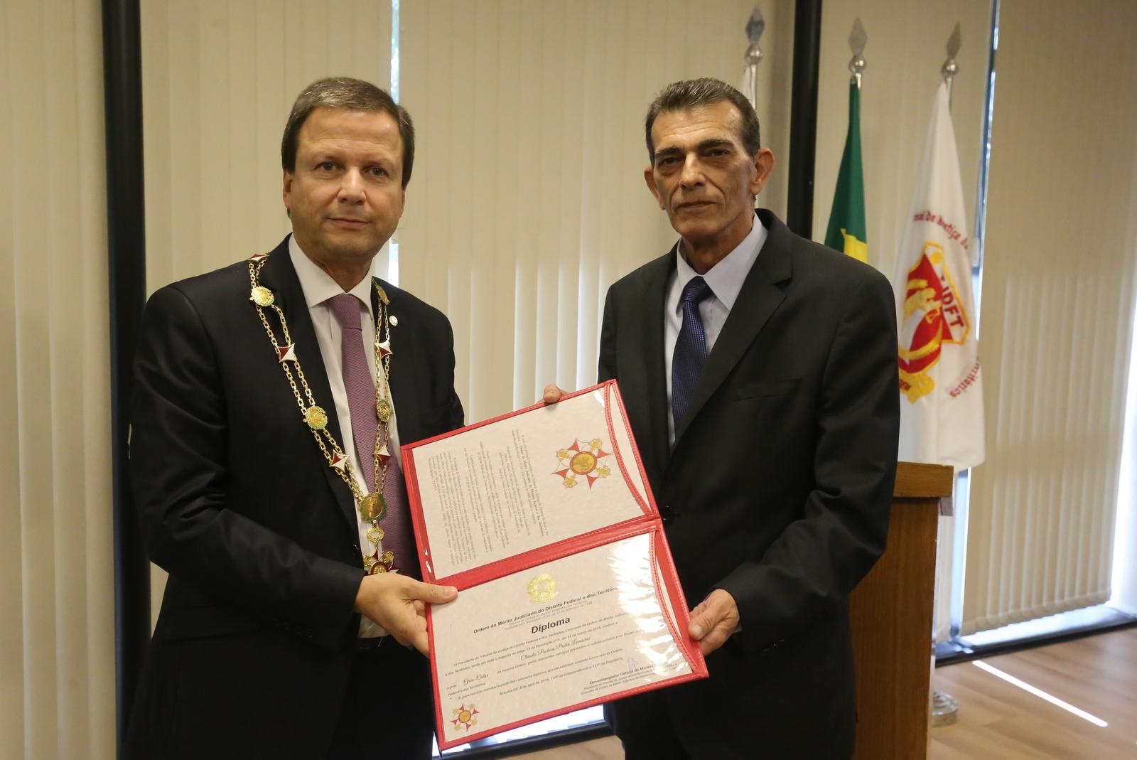 Presidente da OAB recebe medalha da ordem do mérito judiciário do DF