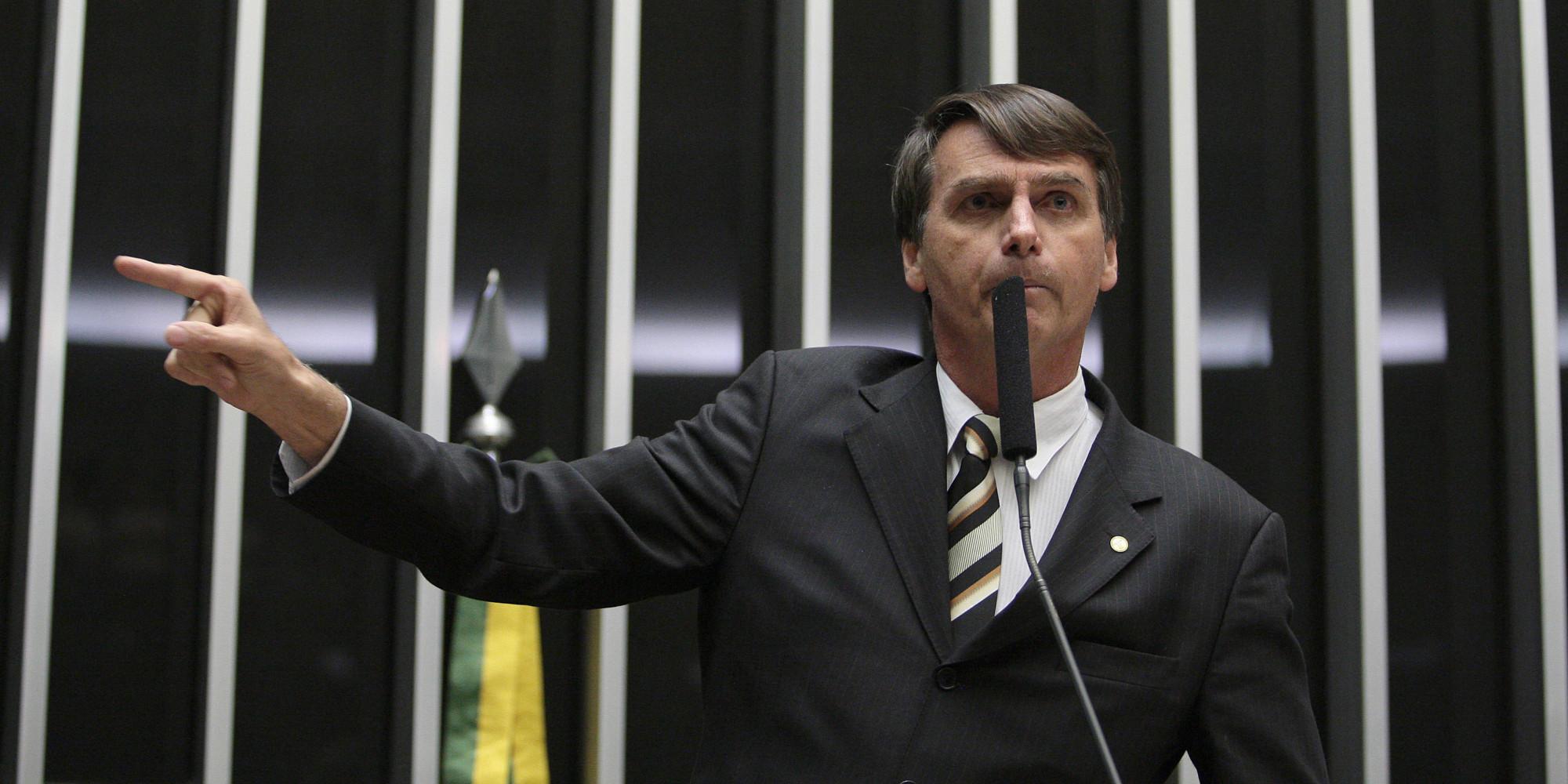 Bolsonaro defende que a PM mate mais no Brasil