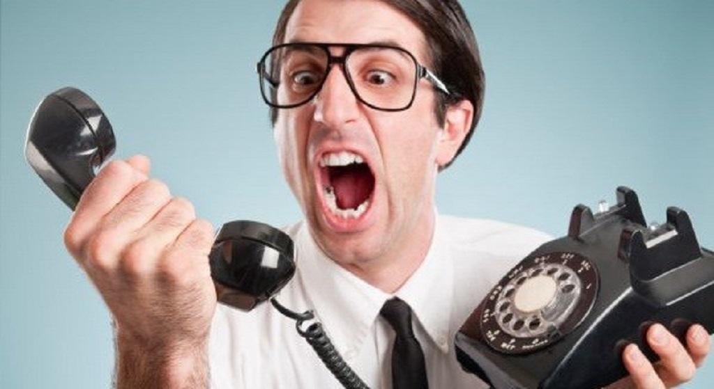 Atendentes de telemarketing relatam técnicas para tentar enganar clientes.