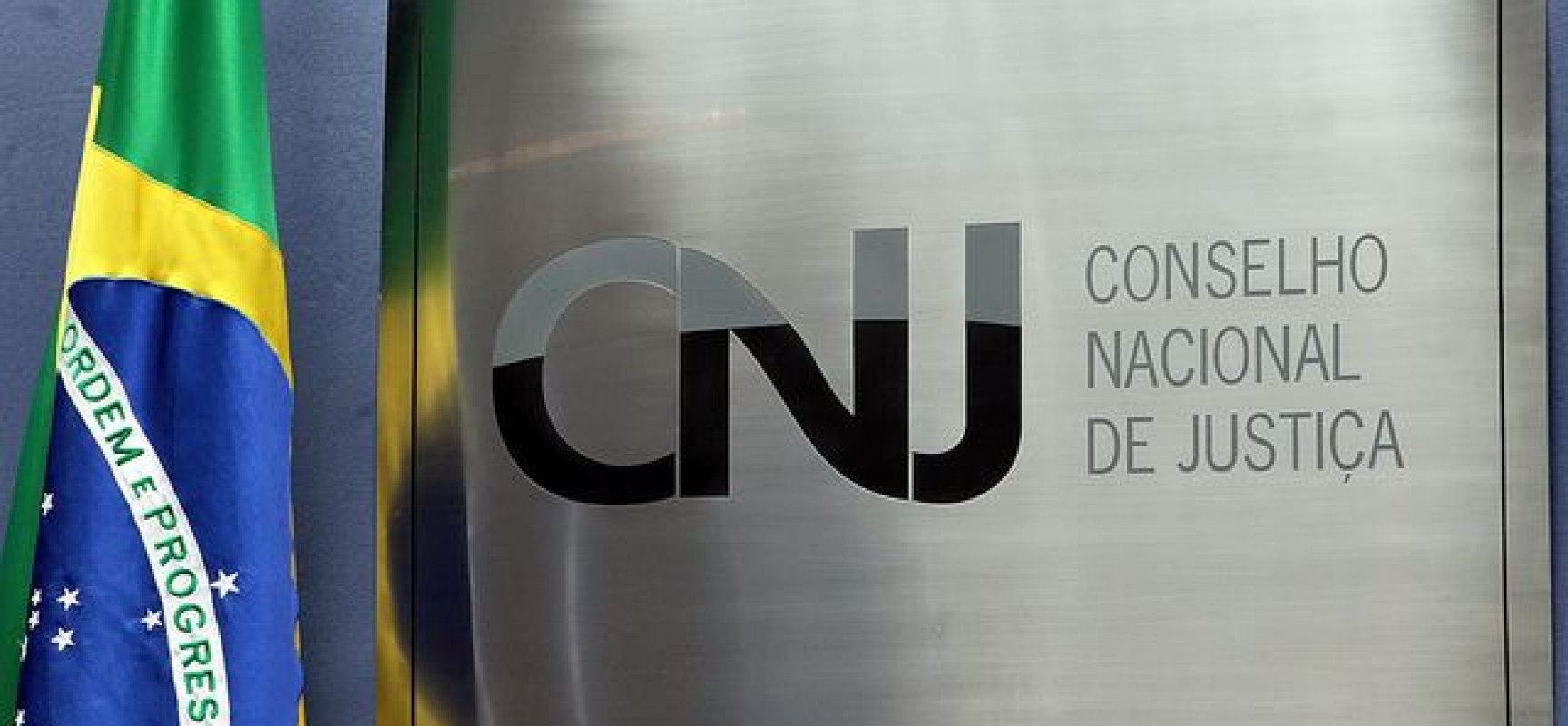 CNJ determina que tribunais reduzam oficiais de Justiça não concursados