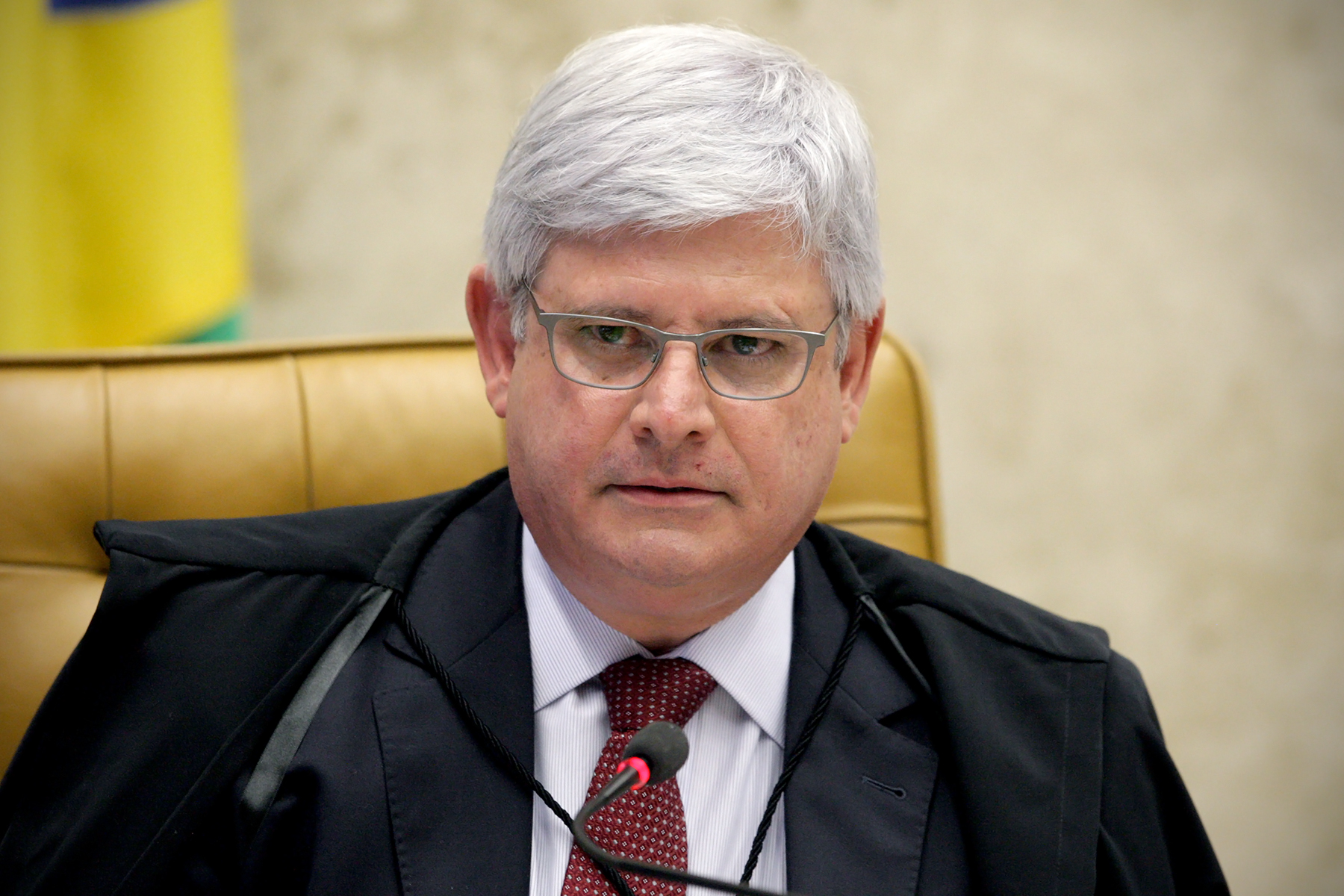 Janot quer barrar no Supremo equiparação de delegados com carreira jurídica