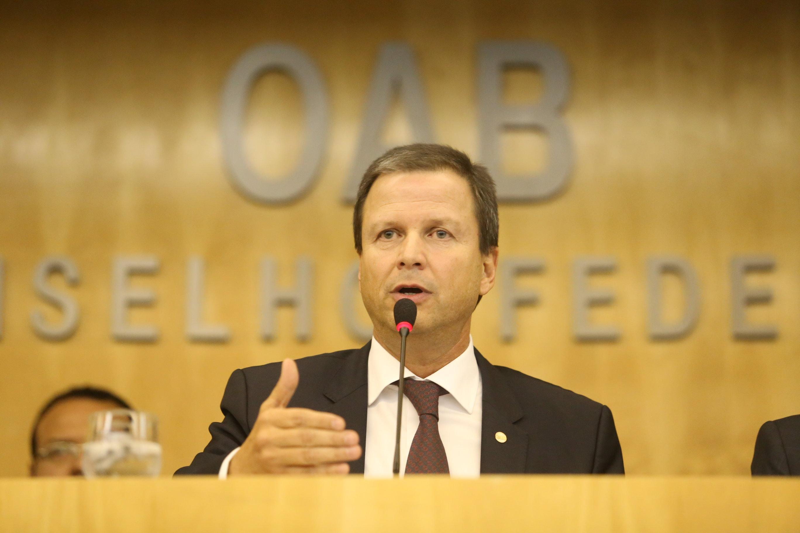 Anatel é omissa na defesa do direito do consumidor, afirma Claudio Lamachia