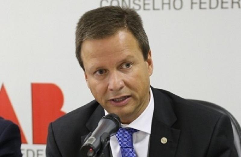 URGENTE: presidente da OAB avalia ir ao STF contra suspensão do processo de impeachment