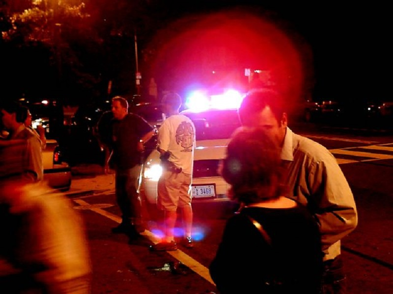 Crime de entregar a direção de veículo automotor a pessoa não habilitada independe de lesão ou perigo de dano concreto