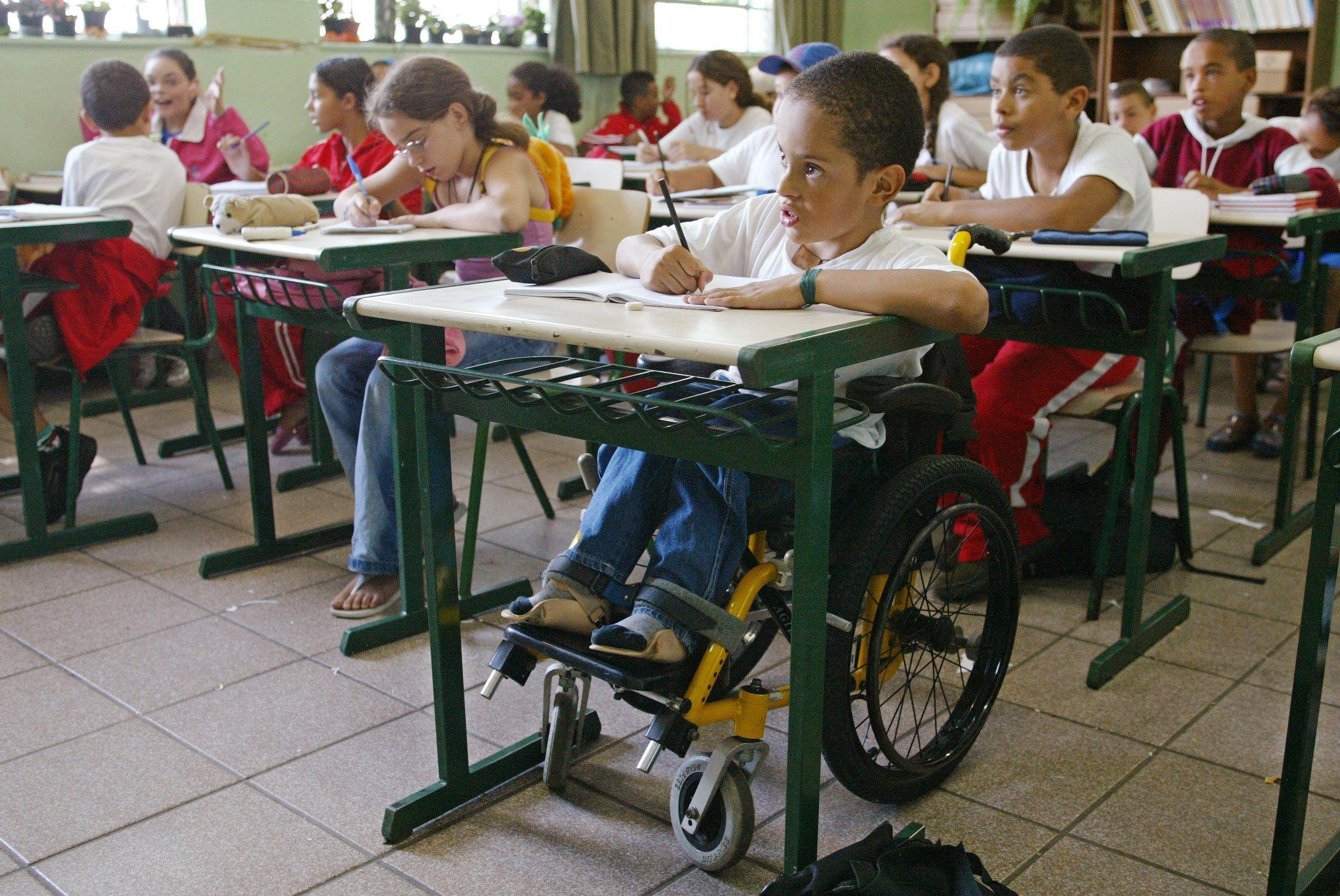 STF confirma validade de lei que obriga escolas a atender alunos com deficiência