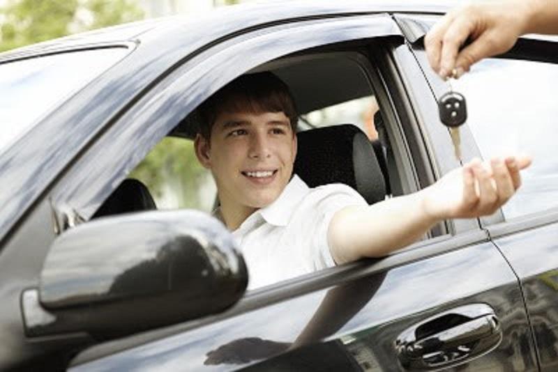 Cuidado ao entregar seu veículo a pessoa não habilitada: é CRIME, independente de acidente ou perigo de dano!