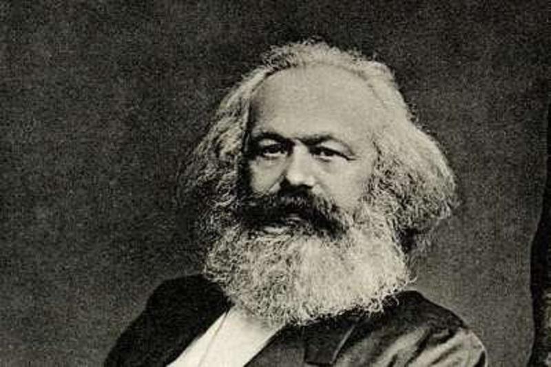 Professora da rede pública é afastada ao abordar Marx em sala de aula