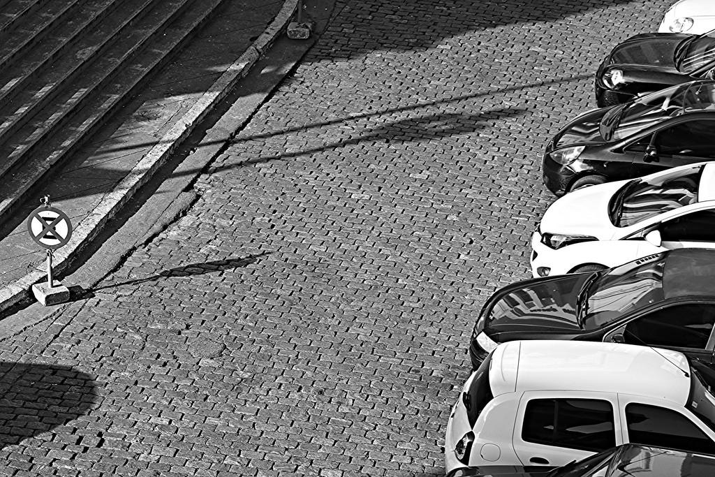 carros-estacionados-estacionamento