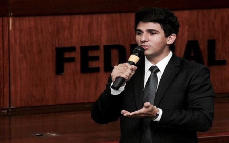 Exemplo de sucesso, jovem juiz federal inspira concurseiros por todo o país